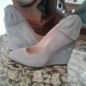 Shoes - Betsy Johnson Grey Chhance Wedges Size 10 Bow Back